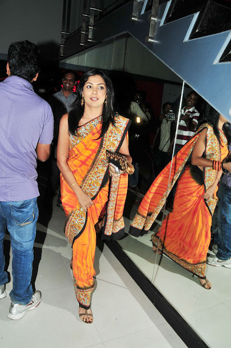 kamalini mukherji at nagavalli movie premiere saree