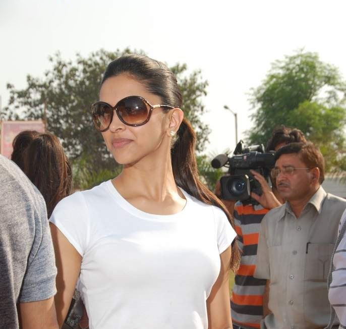 deepika padukone in cricket match played role in houseful movie