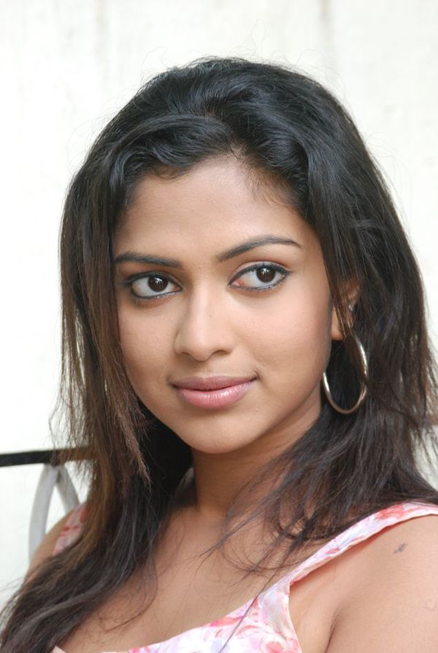 Amala Paul  Tamil actress latest photos hot picture cute pics movie stills navel show gallery cleavage