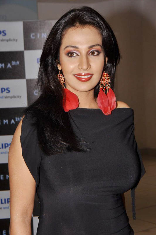 Asha Saini At Philips d Launch Hot Loose Dress Celebrities Photos navel show