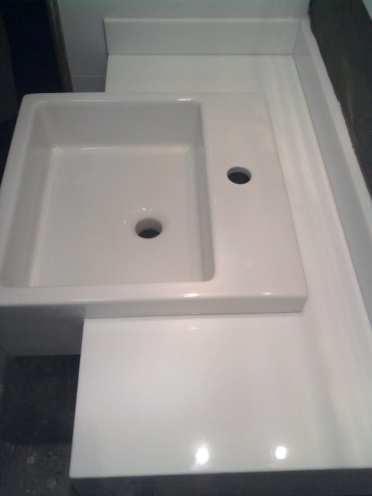 OLHA O MEU APÊ: Bancada no lugar êêê! #6E635D 1200x1600 Bancada Banheiro Marmoglass