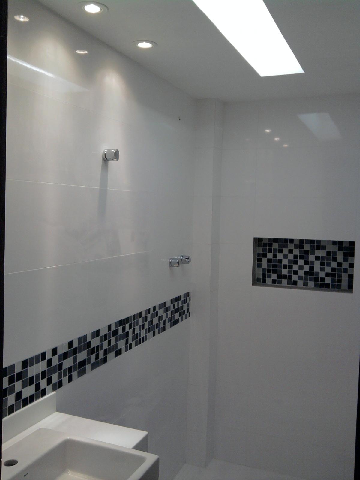 OLHA O MEU APÊ Finalmente, as pastilhas! -> Banheiro Decorado Com Pastilhas Marrom