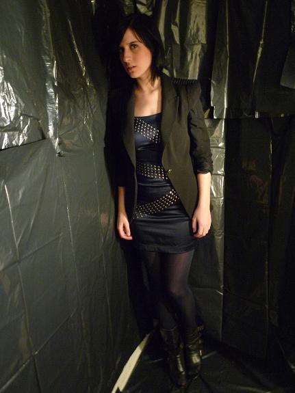veston et collant(Zara), robe(Limité) et bottines(urban outfitters)