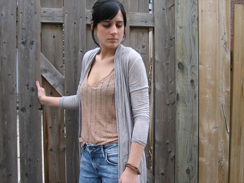 jeans(H&M), veste et sandale(La Squadra), top(Zara) et bracelet(H&M section homme)