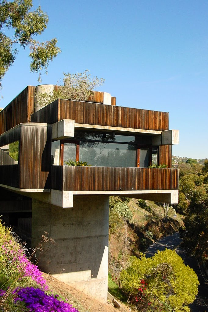Kcmodern palisades concrete pier house photo of the week for Pier homes
