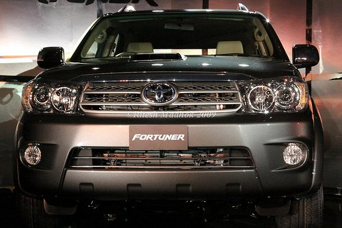 New 2010 Toyota Fortuner big-hit SUV Photos