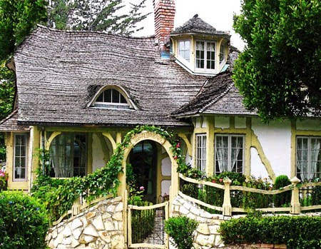 Best wallpapers lattes beautiful cottage wood in the for Cutest house in the world