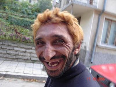 http://1.bp.blogspot.com/_mGtP5Ercp9s/TKC4NwxXxKI/AAAAAAAACuQ/hR43WLt8u5E/s1600/homem+feio.jpg