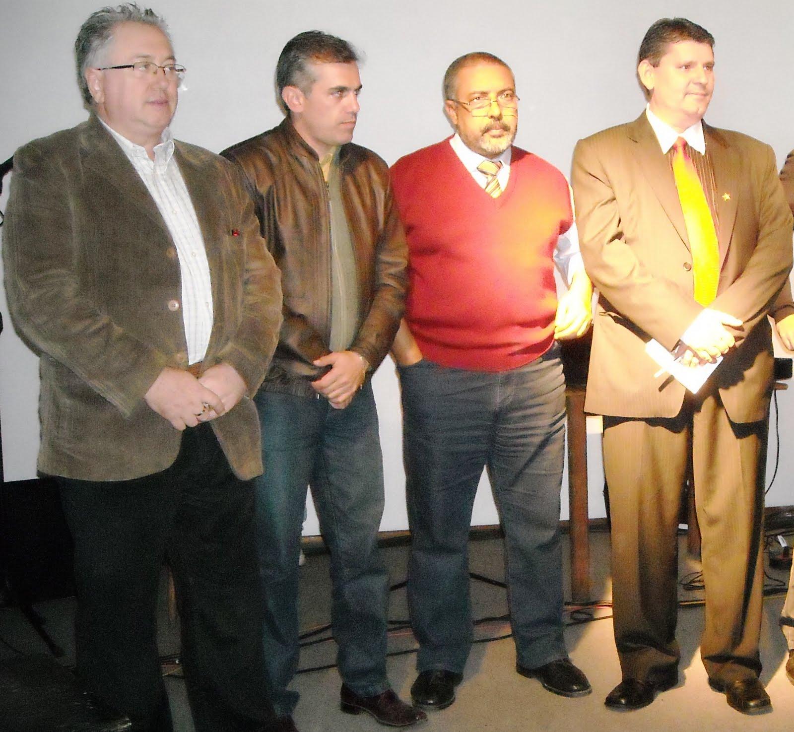 http://1.bp.blogspot.com/_mJEdqllfyL8/S-hyB-UjOQI/AAAAAAAAByI/HwvozVofrGU/s1600/emir+sade_santa+cruz+047.jpg
