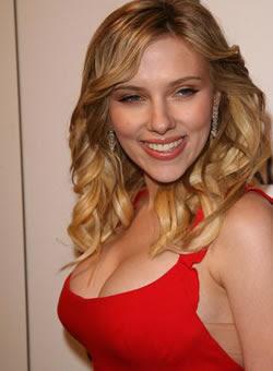 Scarlett Johansson - Spray aumenta tamanho dos seios