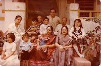 http://1.bp.blogspot.com/_mKknRpJPktw/SZJO2OvQR4I/AAAAAAAAB4s/aDAwNNA1t8g/s320/family.jpg