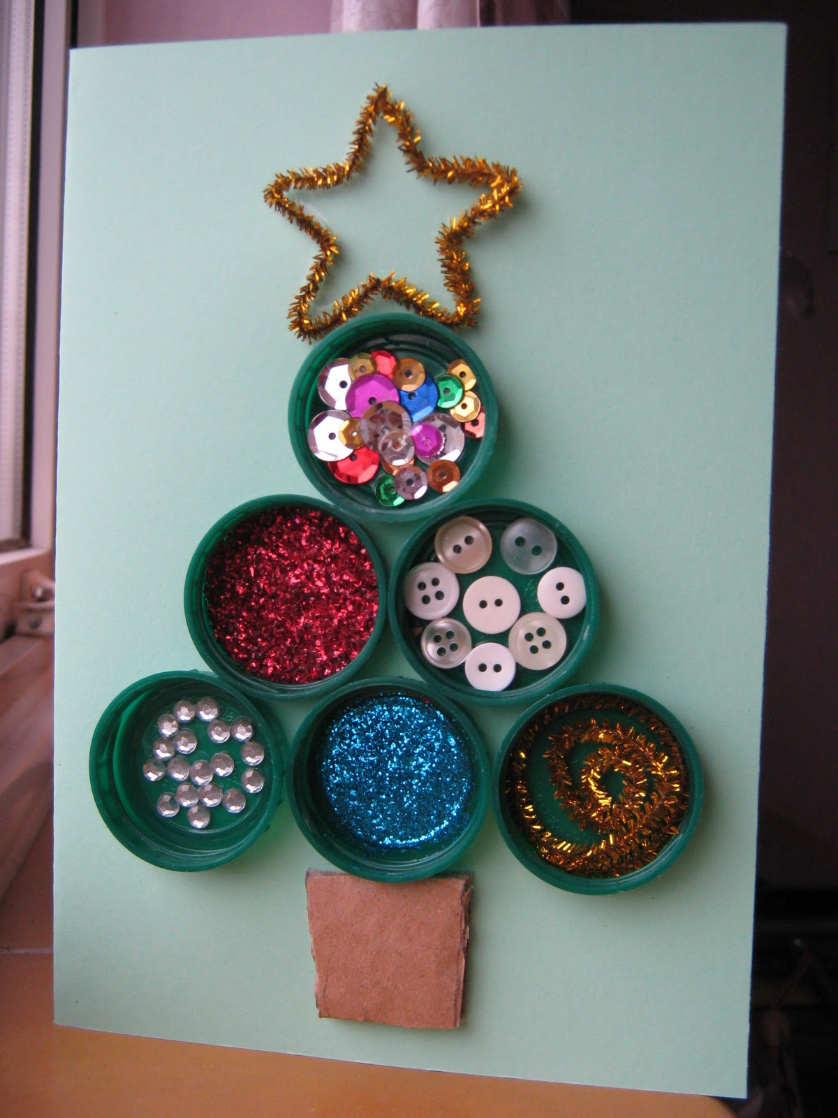 the craft arty kid old blog bottle top christmas tree