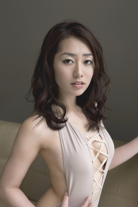 Momoko Tani in brown