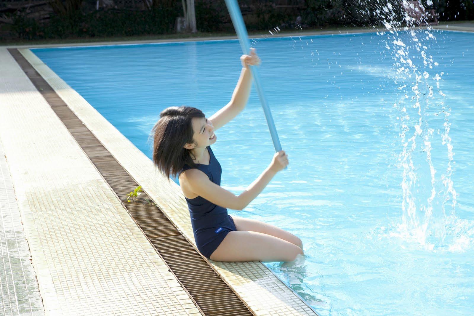 http://1.bp.blogspot.com/_mL74gvvafpo/TN9gUmbRN-I/AAAAAAAAJPQ/z6gdpxQmIro/s1600/Rina%252BKoike%252Bswimming%252Bpool%252Bcleaner04.jpg