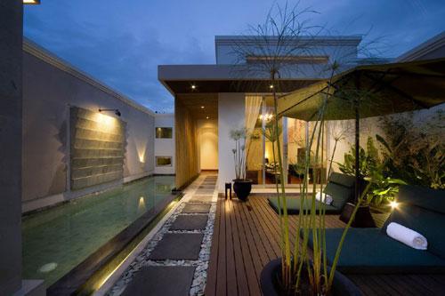Casas minimalistas y modernas terrazas y patios con decks for Patios minimalistas modernos