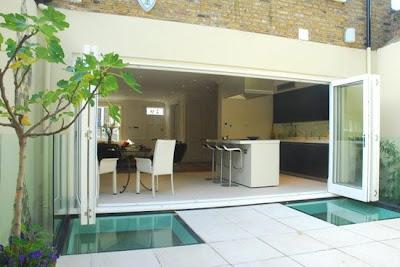 Casas minimalistas y modernas patios modernos modern for Patios interiores modernos