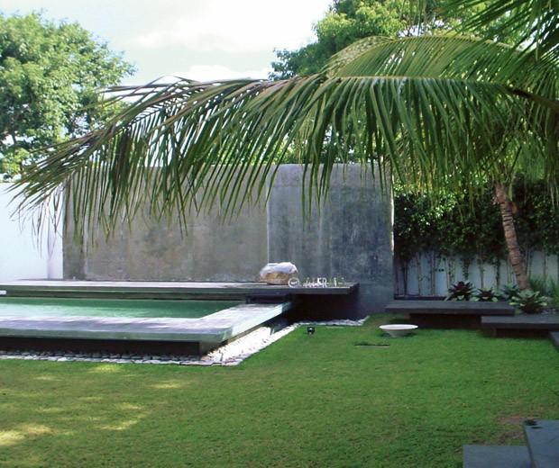 Casas minimalistas y modernas jardines minimalistas y for Paisajismo jardines con piscina