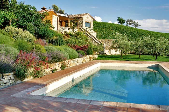 Estilo rustico jardines rusticos de la toscana for Jardines de casas rusticas