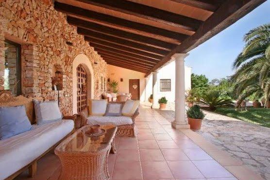 estilo rustico rustico en mallorca On pisos para patios y galerias