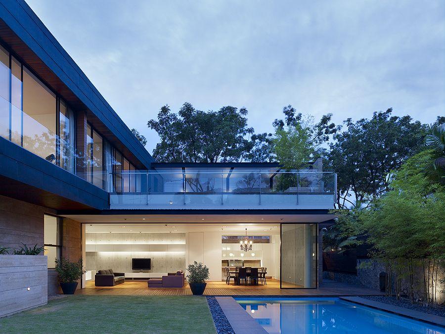 Casas minimalistas y modernas mas contrafrentes for Casas en ele modernas