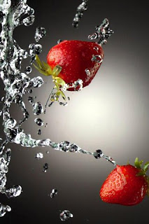 Water Strawberries iPhone background