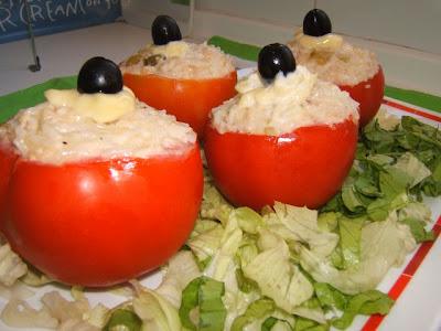 Tomates rellenos con arroz y atún / Tomates farcies au riz et thon