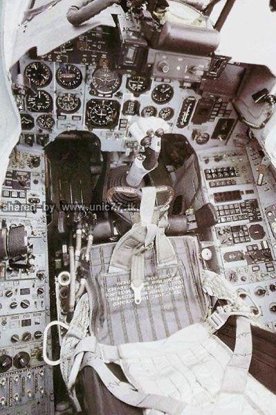 fighter_jet_cockpits_640_15.jpg (399×600)