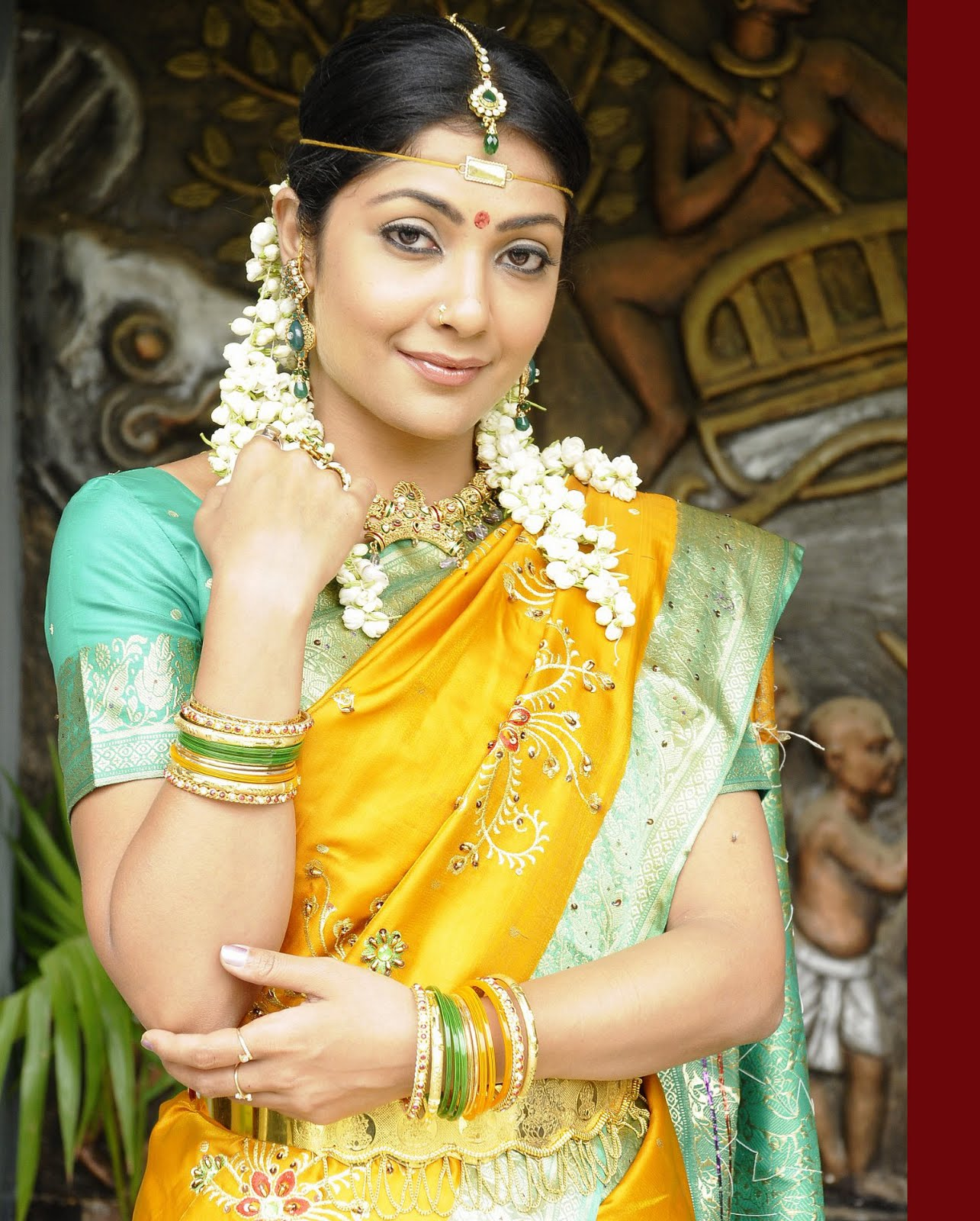 Hot Wallpapers In Telugu Heroines nagavalli heroines 4