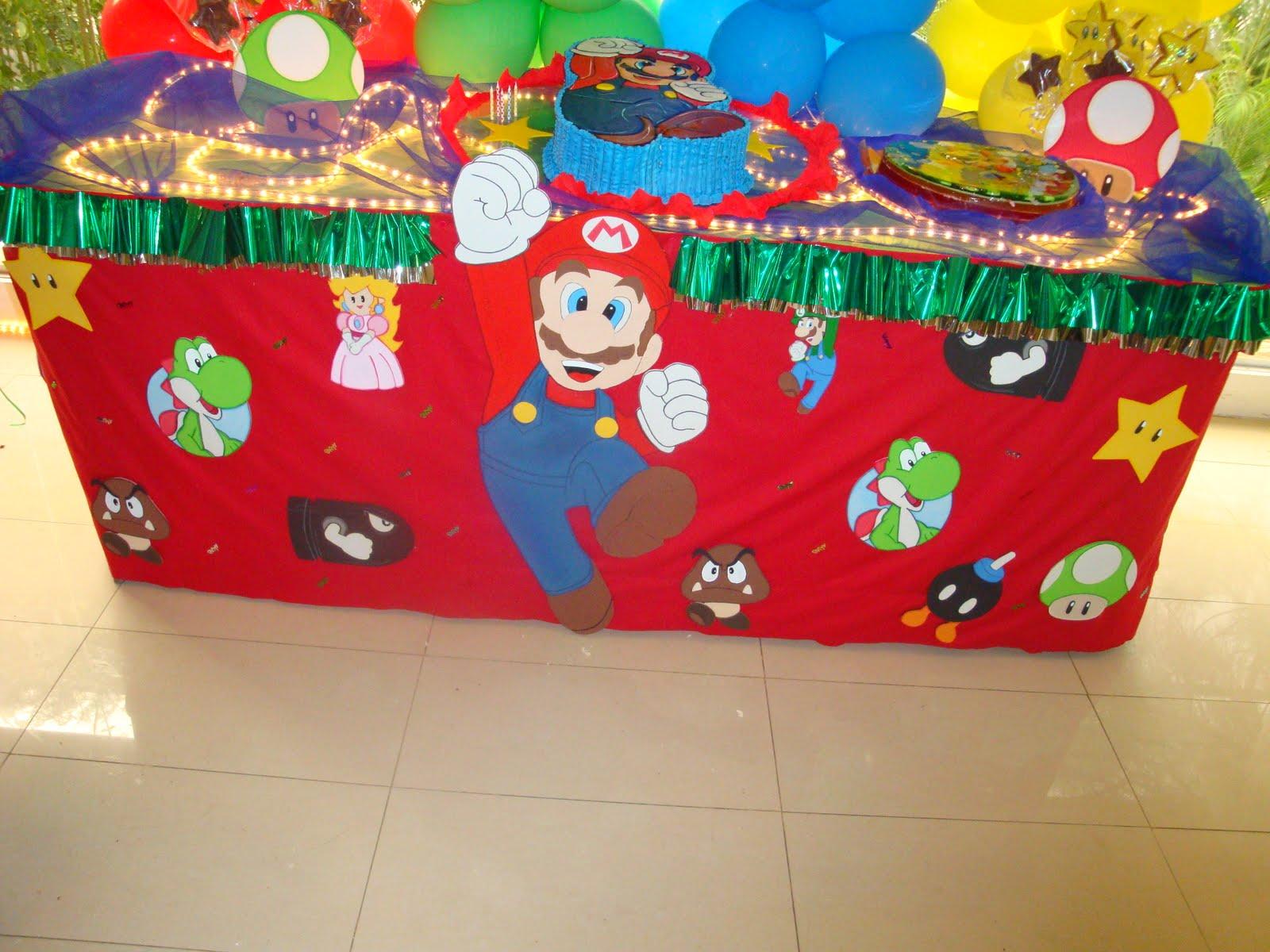 Mesa de Mario Bros, mantel decorado con figuras de foami
