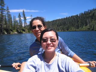 坐吹氣橡皮艇遊Castle Lake