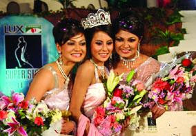EXCLUSIVE NEWS: Lux Channel-I Superstar 2010 Crown Won Rakhi