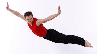 இருட்டில் பார்க்கும் அதிசய  கண்கள் Parsons-dance-company-man-flying-cropped