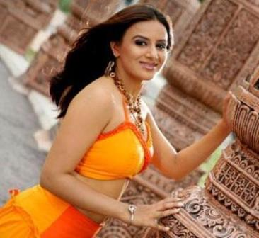 Pooja+Gandhi_Hot_Wallpapers10.jpg (366×336)