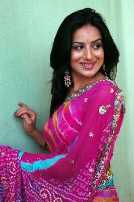 http://1.bp.blogspot.com/_mYaYzUwbBiQ/TM5xQLbgtpI/AAAAAAAACkU/9_8PqotTrTI/s1600/Pooja+Gandhi_Hot_Wallpapers1.jpg