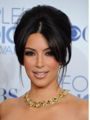 kim kardashian hair extensions 2011. kim kardashian makeup 2011.