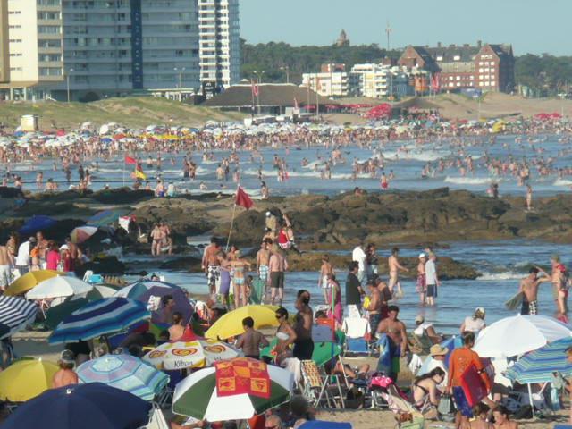 Crowded Punta del Este Brava beach
