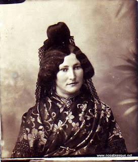 Mujer de Candelario con traje de Candelaria