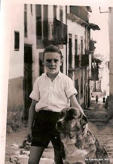 Un muchacho en una calle de Candelario Salamanca