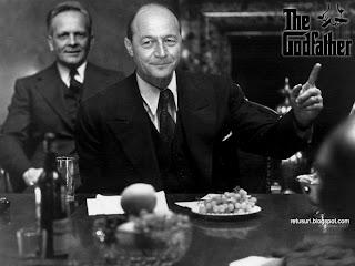 Traian Basescu si Teodor Stolojan in smecherul si catelul lui