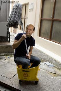 Traian Basescu - in galeata
