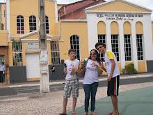 Darley,Lorinha e Max frente ao Teatro Rachel de Queiroz