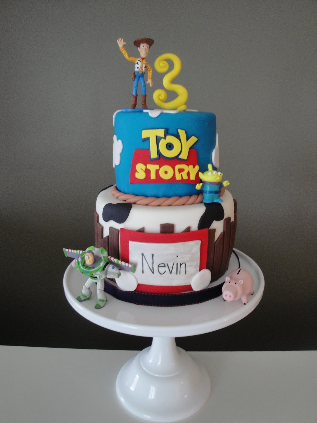 birthday cakes toy story