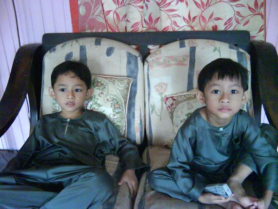 Haziq & Hazim in baju melayu :)