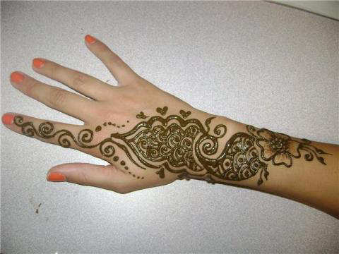 Mehndi Designs For Back Of The Hands