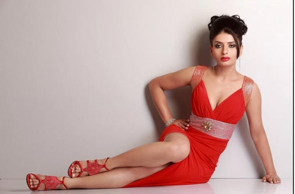 Bollywood Actress looking Cute in Red Dress hot images