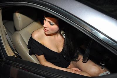 Yana Gupta topless