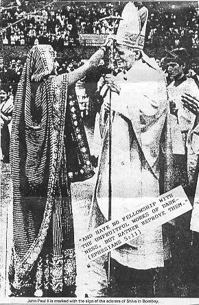 Kaplanka boga Sziwy udziela chrztu papiezowi