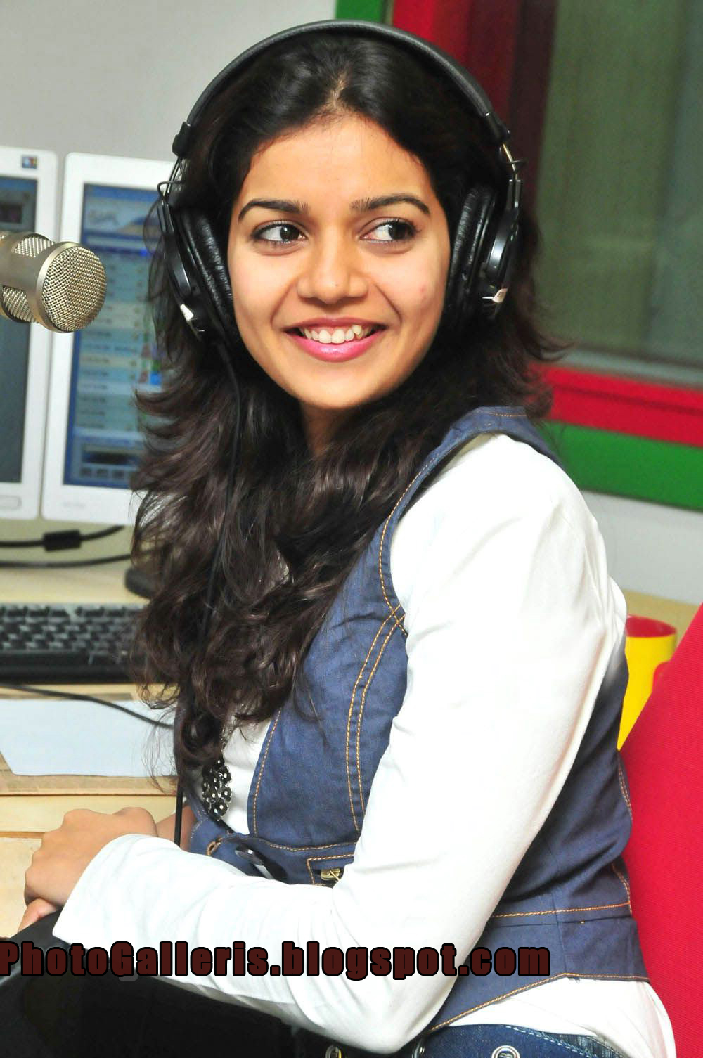 Radio Mirchi Colors Swathi Pictures Colors Swathi Cute Smile Photos At Radio Mirchi Colors Swathi Latest Photos Swathi Tamil Actress Hot Images Colors S