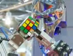 Robot that solves Rubiks Cube