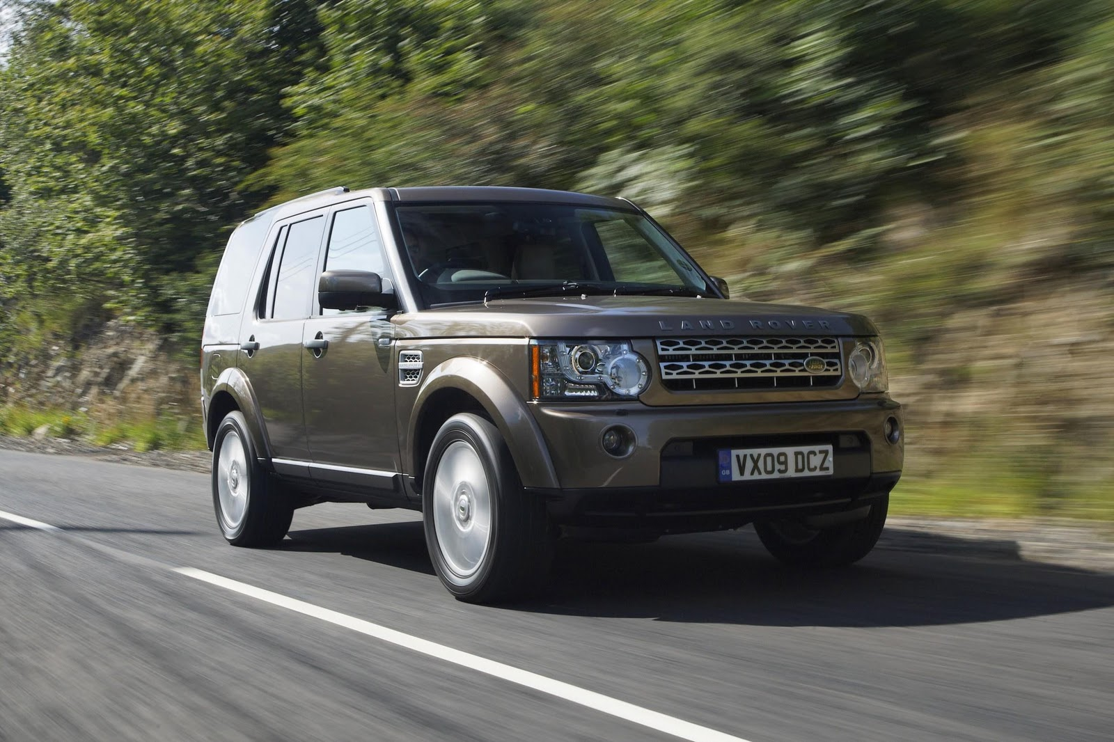 discovery 4 land rover discovery 4 o 4x4 do ano. Black Bedroom Furniture Sets. Home Design Ideas